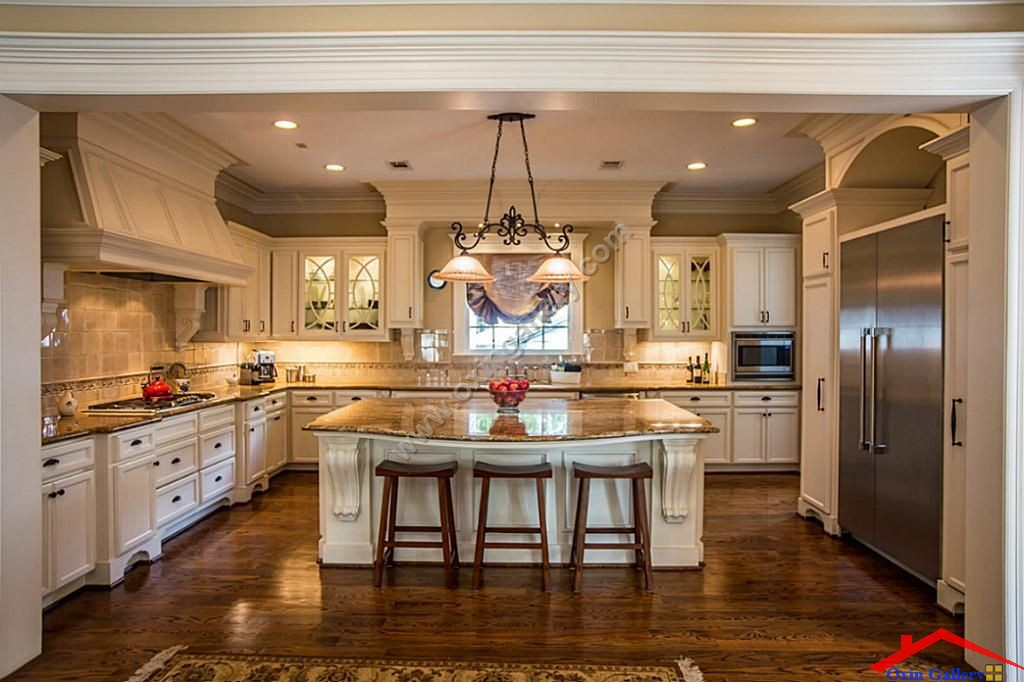 traditional kitchen with breakfast Bar And crown molding I G IShv7m4en967230000000000 pzTJI