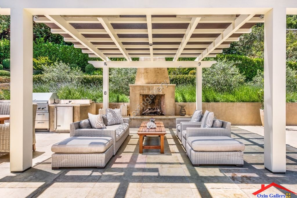 contemporary-patio-with-outdoor-kitchen-and-fence-i_g-IS1rlh1x3ar3g00000000000-yNZhS.jpg