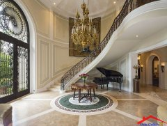 traditional-entryway-with-wainscoting-i_g-IShv3nyasyzi3f0000000000-wcfQ_.jpg